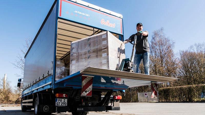 Hebebühnenzustellung Transport und Logistik Gelhart